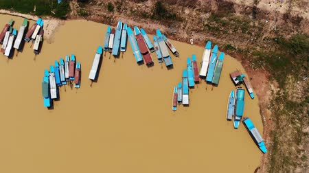 atum : 4k Aerial view of touristic boats viewed from birdeye level in Tonle-Sap lake, Siem-Reap, Cambodia Stock Footage