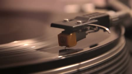 вольфрам : Close-up of a needle playing an LP vinyl