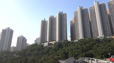 společenská místnost : HONG KONG - DEC 16 2015: Hong Kong street view. Houses in dense populated area of Kowloon. Dec 2015. 4K resolution Dostupné videozáznamy