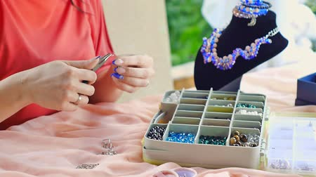 zanaat : jewelry master. bracelet made of stones. Manufacture necklace made of precious stones