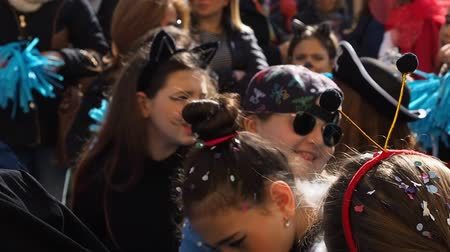 úterý : Naples, Italy - March 1, 2019. Carnival parade with dressed up children laughing and dancing Dostupné videozáznamy