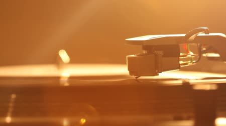 gramofoon : Close up of turntable needle on a vinyl record. Turntable playing vinyl. Needle on rotating black vinyl. Backlight Stockvideo
