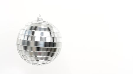 refletindo : Disco Mirror Ball Spinning on white background