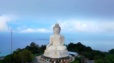 klatka schodowa : Phuket big Buddha head on high mountain Phuket Big Buddha is one of the island most important and revered landmarks on the island. Wideo