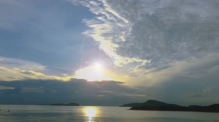 borowina : time lapse  sunrise at Rawai beach Phuket Thailand. fishing boat in Rawai sea with cloudy sky Wideo
