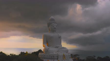 высокое разрешение : lighting and thunderstorm around Phuket big Buddha in sunset