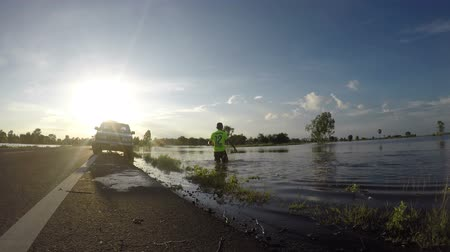 Fishermen fishing in the flood season. Stok Video