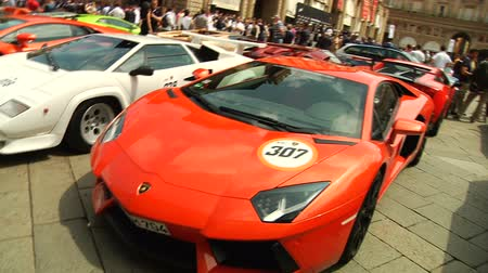 престиж : Lamborghini parked during show in Piazza Maggiore, Bologna, Italy  Стоковые видеозаписи