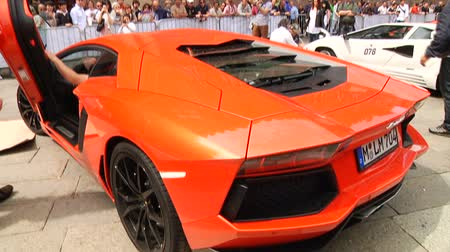 prestiž : Lamborghini parking at car show in Italy, with engine sound  Dostupné videozáznamy