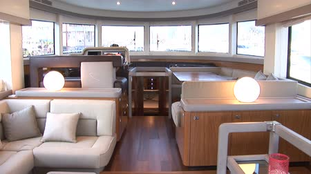 fülke : Living room of luxury yacht, with view of the cockpit. Camera movement made with jib crane