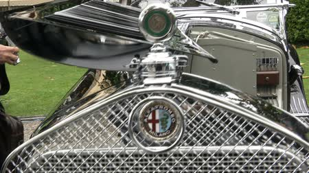 дорогой : Detail of of old classic Alfa Romeo at the Concorso dEleganza at Villa dEste, Cernobbio, Italy Стоковые видеозаписи