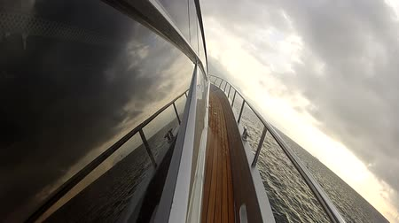 żaglowiec : Lateral side of a luxury yacht navigating at the sunset