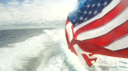 náutico : American flag waving on a boat navigating fast