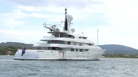 żaglówka : Huge four decks luxury yacht with helicopter on upper level