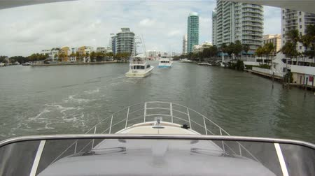 żaglówka : On board view of luxury boat navigating downtown Miami  Wideo