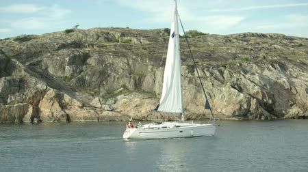 żaglowiec : Sailing boat navigating in Sweden, close to the coast Wideo