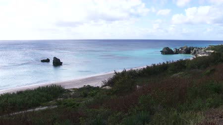 bermudas : Empty peaceful beach with blue clean waters in Bermuda