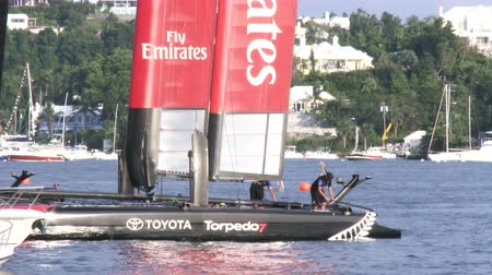 bermudas : Emirates Team New Zealand AC45 wingsail catamaran docked in Hamilton, Bermuda, During Americas Cup World Series Vídeos