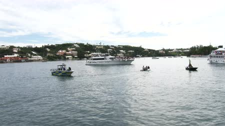 bermudas : People on boats attend Americas Cup World Series in Hamilton, Bermuda Vídeos