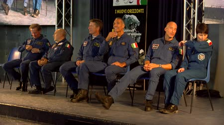 astronauta : Italian astronauts ready to attend conference at the 55th anniversary event of the aerobatic demonstration team of the Italian Air Force