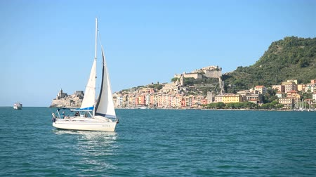 Sailing boat navigates in the bay of Portovenere, Italy Wideo