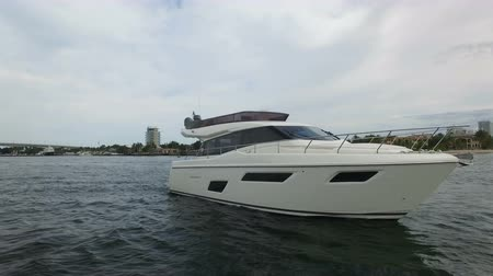 Luxury yacht docked in a canal in Fort Lauderdale, Florida Wideo