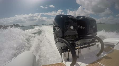 vysvětlující : Powerful outboard engines on a RIB navigating in Fort Lauderdale