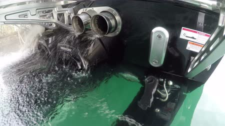 vysvětlující : Detail of the exhausts of a Mercury racing inboard engine mounted on a racing boat. Dostupné videozáznamy