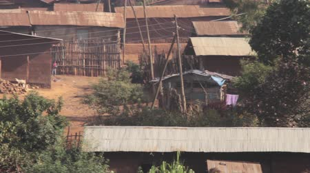 falu : Typical village homes found in rural part of Ethiopia, Africa, some villagers Stock mozgókép