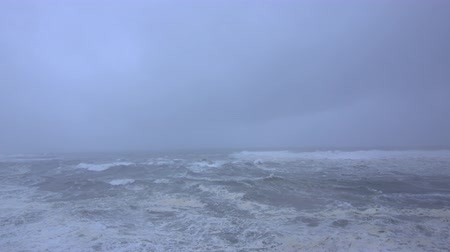 океаны : Slow-motion footage of the Ocean on the Oregon Coast filmed on a stormy day.
