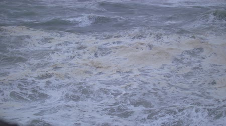 óceánok : Slow-motion footage of waves on the Oregon Coast during a windy and stormy day.