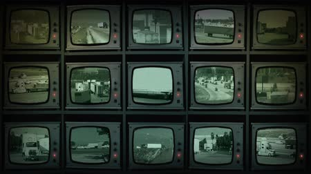 perdido : Pull back to reveal a wall of tv screens showing highways and roads Vídeos