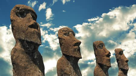 rzeźba : Easter Island huge aboriginal statues against the sky