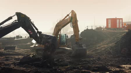экскаватор : Couple of large excavators working in the morning Стоковые видеозаписи