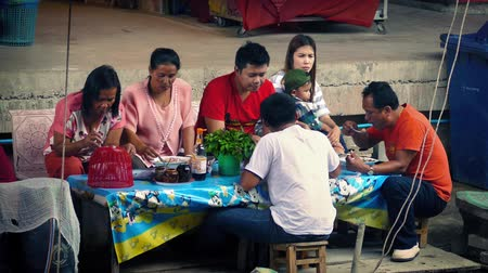 mianmar : Asian Family Eating Lunch In Open Air Market