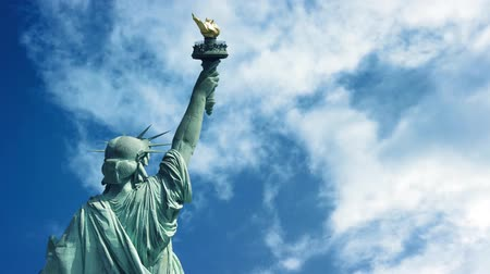 четверть : Statue Of Liberty With Passing Clouds