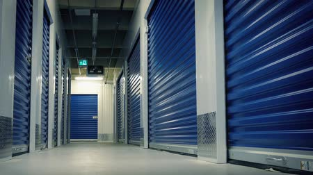 homlokzatok : Moving Past Lockers In Storage Facility