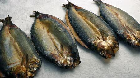 скумбрия : Passing Kippers On Ice