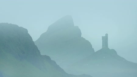 мифический : Castle In Misty Mountains