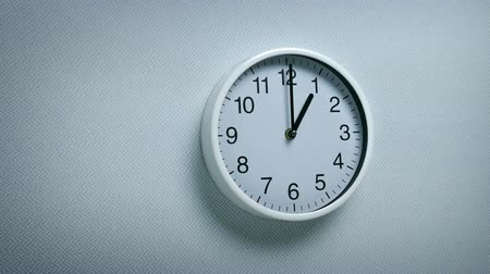 аналог : 1 OClock - Wall Clock Moving Shot