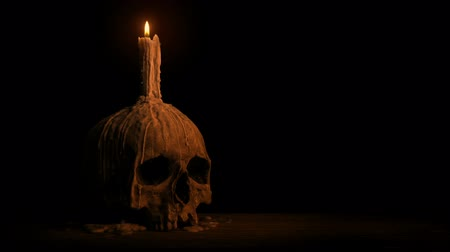 гот : Passing Old Skull With Melted Candle