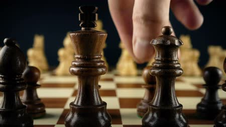 xadrez : Hand Moves Chess Pawn First Move