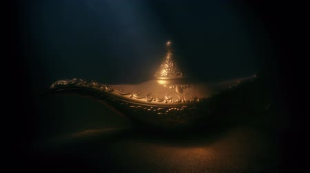 mitolojik : Ancient Gold Lamp Deep Underwater