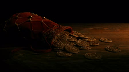 pirat : Bag Of Gold Coins In Candlelight