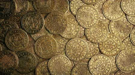 монета : Medieval Gold Coins Pile Rotating Overhead Shot