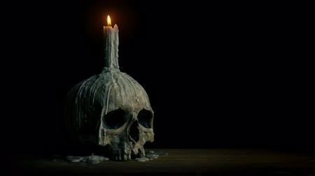 olvasztott : Old Skull With Candle On It