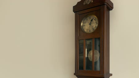 tarcza zegara : Antique Clock On Wall Loop Wideo