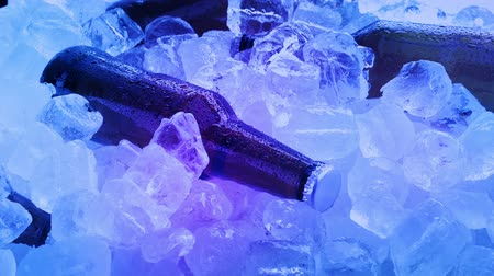 alguns : Beers In Ice Rotating At Party Vídeos