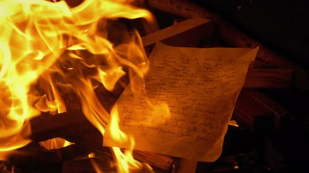 yazılı : Hand Written Letter Put On Fire - Generic Content Stok Video