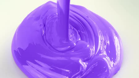 lata : Purple Paint Pouring